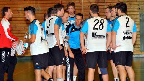 Er hat in den vergangenen Jahren den Handball bei der HSG Lauingen-Wittislingen maßgeblich mitgeprägt: der scheidenden Herren-Trainer Thomas Joekel (Mitte).