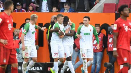 Bald könnte in der Fußball-Bundesliga wieder gejubelt werden: Die DFL will den Spielbetrieb möglichst bald wieder aufnehmen.