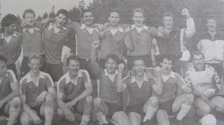 Mit dieser Mannschaft schaffte der TSV Unterthürheim im Juni 1990 den Aufstieg in die B-Klasse Donau.