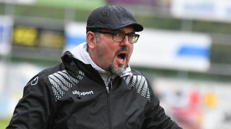 Paolo Maiolo ist sauer: Sowohl die Trainingsauflagen als auch den Plan, die Saison zu Ende zu spielen, kritisiert der Schwabmünchner Trainer.