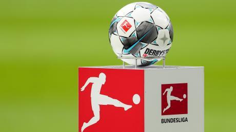 Die Bundesliga startet wieder ihren Spielbetrieb. Die Entscheidung ist höchst umstritten, denn die Corona-Krise dürfte noch lange nicht ausgestanden sein.