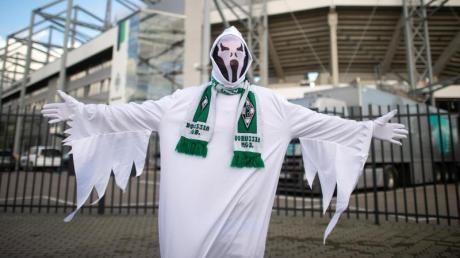 Die Bundesliga setzt die Saison mit Geisterspielen fort.