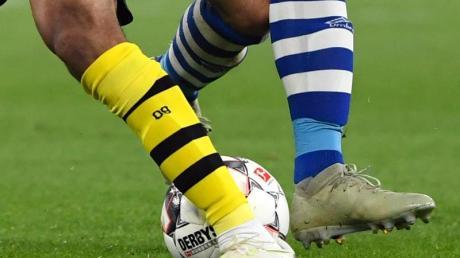 Der Ball rollt wieder in der Bundesliga: Auch im Derby zwischen dem BVB und Schalke.