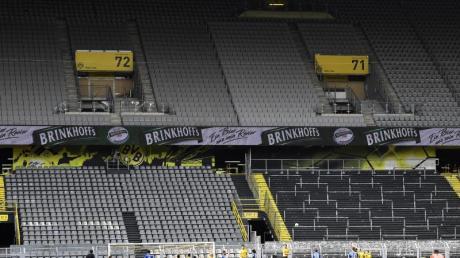 Gespenstisch: Leere Ränge beim Revierderby zwischen Borussia Dortmund und Schalke 04.