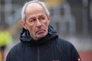Seit vergangenen Sommer trainierte der gebürtige Mindelheimer Reiner Maurer den ambitionierten Regionalligisten Türkgücü München. Trotz souveräner Tabellenführung trennt sich der Club von seinem Coach.