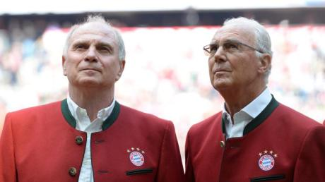 Wollen Bayerns Geisterspiel gegen Frankfurt live im Stadion verfolgen: Uli Hoeneß (l) und Franz Beckenbauer.