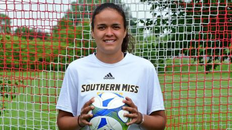 Der Fußball spielt eine wichtige Rolle in ihrem Leben: Samantha Stiglmair spielt in Amerika Fußball an einer Universität. Derzeit ist sie wegen der Corona-Krise in ihrem Heimatort Karlshuld.