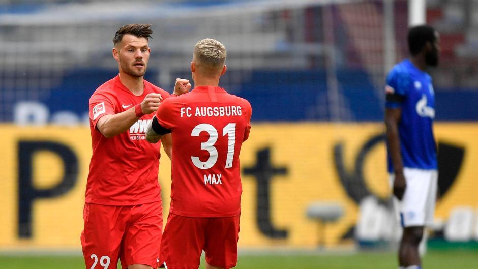 Sein Freistoß ebnete den Weg zum Erfolg: Eduard Löwen (links, rechts Philipp Max) erzielte in der Anfangsphase der Partie auf Schalke sehenswert die Führung.
