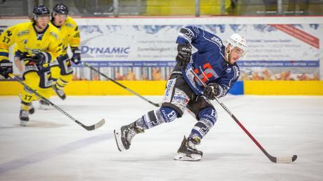 Mika Reuter (rechts)spielt auch in der kommenden Saison für den HC Landsberg in der Eishockey-Bayernliga.