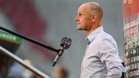 Heiko Herrlich, Trainer des FC Augsburg, kündigt vor dem Spiel gegen die Hertha Wechsel in der Startelf des FC Augsburg an.