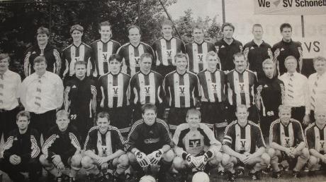 Als Mannschaft gewachsen: Nur ein Jahr nach der unglücklichen Niederlage im Aufstiegsspiel krönte der SV Schöneberg mit einem 2:1-Heimsieg gegen den FC Rammingen eine Fabelsaison und wurde ohne Niederlage und mit 17 Punkten Vorsprung Meister.