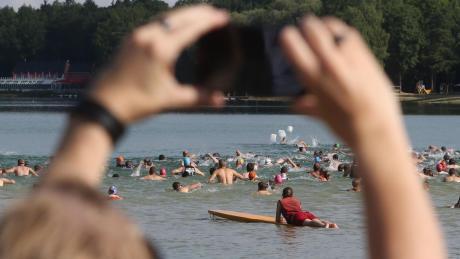 Solche Bilder wird es im Oktober am Kuhsee nicht geben. Das Schwimmen fällt witterungsbedingt aus. Aus dem Triathlon wird ein Duathlon.