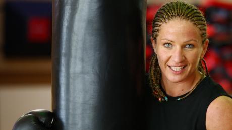 Nikki Adler bei der Arbeit – als Boxerin am Sandsack im Mekong-Gym.