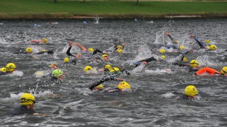 Nicht wie gewohnt der Lauinger Auwaldsee (Bild), sondern alternativ der Surf-See bei Weisingen sollte im August Schauplatz beim 15. Lauinger VR-Triathlon sein.  Jetzt wurde das Event abgesagt.