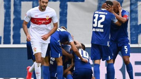 Lukas Fröde (M) schoss den KSC zum Derby-Sieg gegen den VfB Stuttgart.