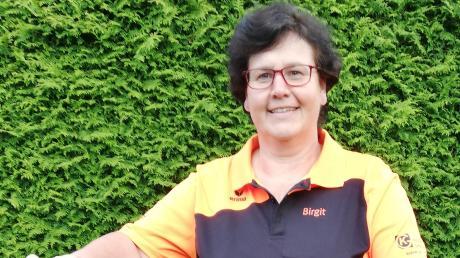 Bei der zweiten VfB-Mannschaft schlägt Abteilungsleiterin Birgit Altmann auch mit ihren 53 Jahren noch eifrig die Badminton-Bälle über das Netz.