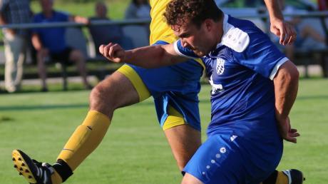 Der SV Holzkirchen (in gelb-blau Thomas Rau) hat im Zeitraum September 2020 bis Mai 2021 noch zehn Punktspiele in der Bezirksliga Nord zu bestreiten.