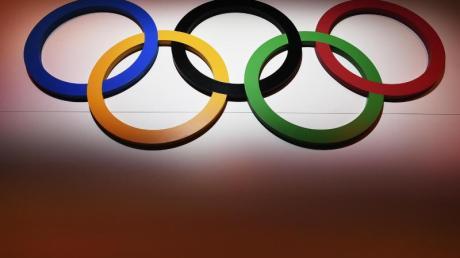 In Italien und China werden Olympische Winterspiele vorbereitet.