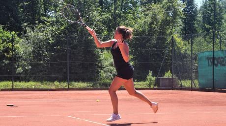 Zemzem Cetin von den Tennis-Damen I des FC Gundelfingen erwartet mit ihrem Team zum Saisonauftakt den TC Aichach.