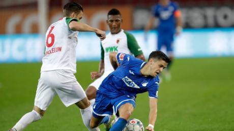 Nicht nur in dieser Situation war Hoffenheim mit Christoph Baumgartner zu schnell für den FC Augsburg. Die Kraichgauer gewannen das Spiel mit 3:1.