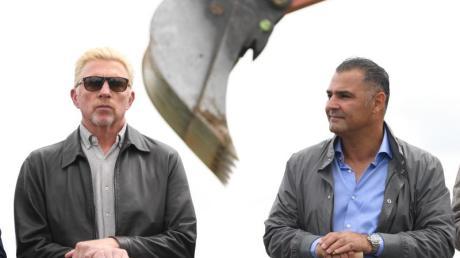 Investor Khaled Ezzedine (r) und Tennis-Legende Boris Becker beim Spatenstich für die geplante Internationale Tennis-Akademie teil.
