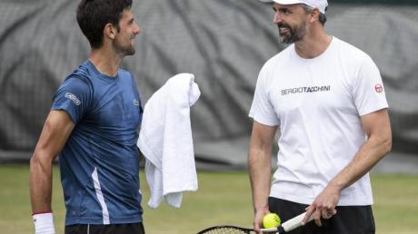 Bekommt wegen der umstrittenen Adria-Tour Rückendeckung von Goran Ivanisevic (r): Novak Djokovic.