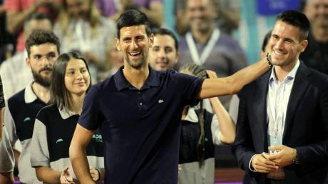 Wer braucht schon Abstand? Djokovic (Mitte) bei der Adria-Tour.