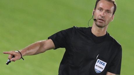 Bastian Dankert ist seit 2012 in der 1. Bundesliga als Schiedsrichter im Einsatz und seit 2014 FIFA-Referee.
