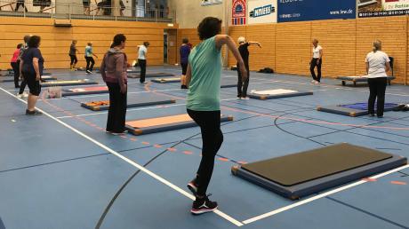 Anita Horseling startete mit der Wirbelsäulengymnastik – unter Einhaltung des Hygienekonzepts und der Coronaregeln.