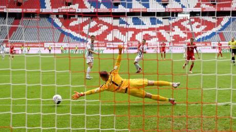 Fast schon ein gewohntes Bild in Zeiten von Corona:Bundesliga-Spiele vor leeren Rängen.