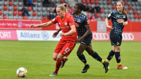 Sydney Lohmann (links) hat am Wochenende die Chance, mit den Damen des FC Bayern München deutscher Vizemeister zu werden.