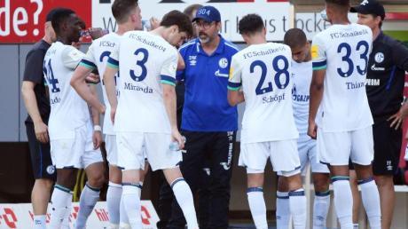 Waren in der Rückrunde «nicht mehr konkurrenzfähig»: Die Schalker um Trainer David Wagner (M.).