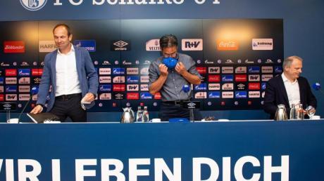 Marketing-Vorstand Alexander Jobst, Trainer David Wagner und Jochen Schneider (l-r) nahmen zur Schalke-Situation Stellung.