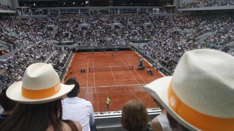 Die French Open in Paris finden nun mit einigen Zuschauern statt.