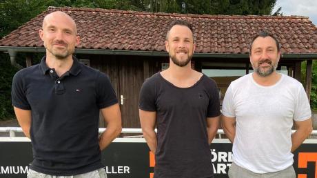 Sportlicher Leiter Tarik Sarisakal (rechts) und das neue Trainerduo beim Bayernliga-Tabellenführer FC Pipinsried: Andreas Thomas (links) und Stephan Thee.