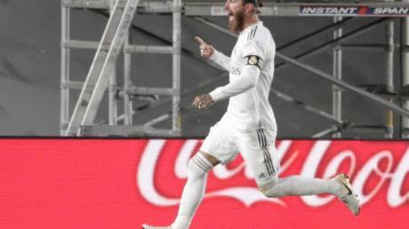 Sergio Ramos von Real Madrid jubelt über seinen Treffer zum 1:0.