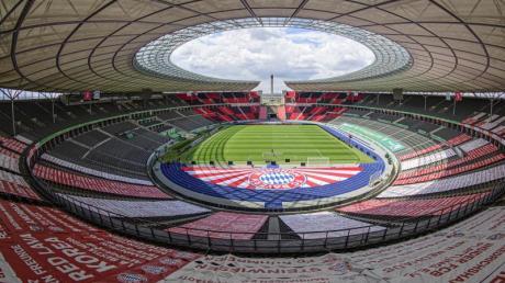 Im Berliner Olympiastadion spielen der FCBayern München und Bayer Leverkusen um den DFB-Pokal.