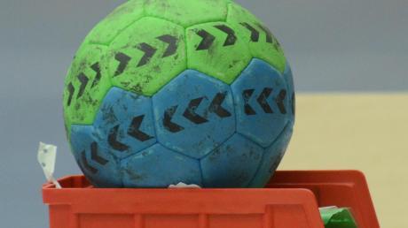 In der Halle ruht der Ball noch, aber im Freien wird wieder geübt.