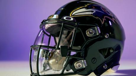 Die National Football League hat ihren Spielern für mehr Sicherheit vor einer Corona-Infektion einen Helm mit integrierter Maske vorgeschlagen.