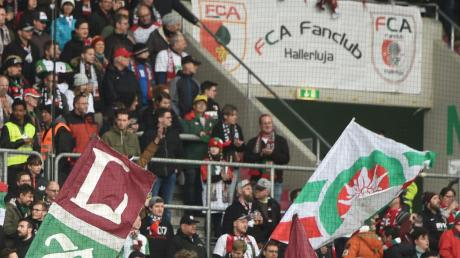 Die Bundesligasaison beginnt für den FC Augsburg am 18. September – bleiben die Infektionszahlen niedrig, könnten wieder Zuschauer in die Stadion strömen.