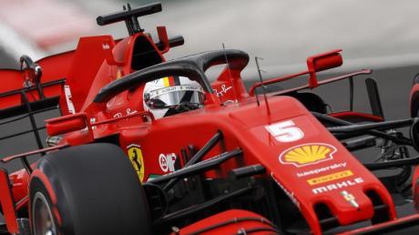 Sebastian Vettel vom Team Ferrari lenkt sein Auto während des Qualifyings auf der Hungaroring-Rennstrecke.