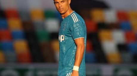 Superstar Cristiano Ronaldo muss mit Juve auf den Gewinn der Meisterschaft noch warten.