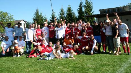 Groß war die Freude bei Spielern, Verantwortlichen und Fans des VfL Zusamaltheim, als die Mannschaft am 20. Mai 2007 durch einen 5:1-Erfolg in Donaualtheim Meister wurde. Im Bild links das Erfolgsteam.