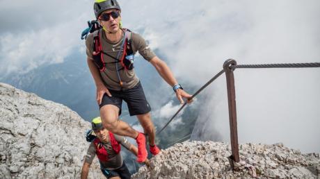 Dem Himmel so nah – zumindest näher als sonst wo in Deutschland. Alexander Scherl (vorne) und Roman Deisenhofer durchquerten auf ihrer Tour zur Zugspitze auch hochalpines Gelände.