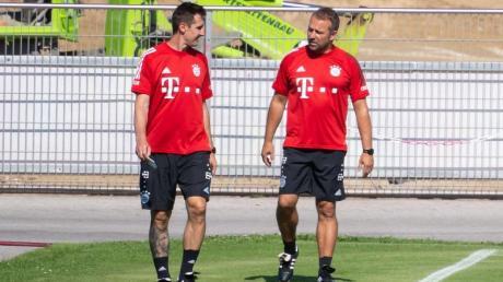 Auftakt als Bayern-Co: Miroslav Klose (l) und Chefcoach Hansi Flick.