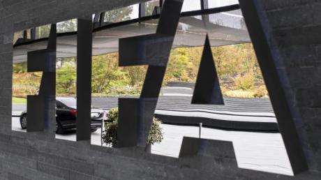 Die FIFA stellt den nationalen Verbänden zur Bewältigung der Folgen der Coronavirus-Pandemie Hilfen in Aussicht.