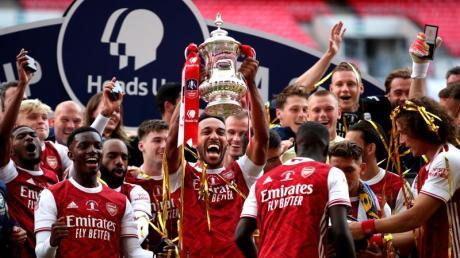 Pierre-Emerick Aubameyang (M) schoss den FC Arsenal zum FA-Cup-Sieg.