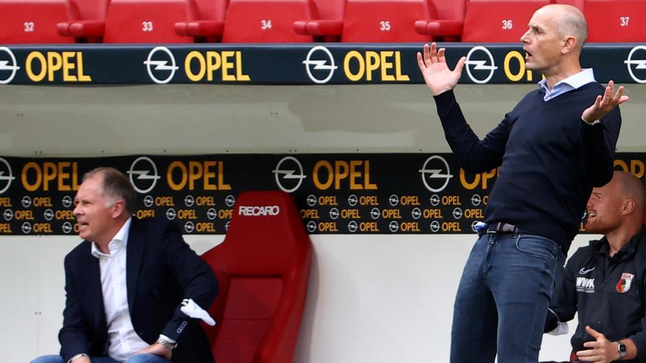 Schluss mit der Sommerpause: Trainer Heiko Herrlich (rechts) und Sportgeschäftsführer Stefan Reuter (links) starten am Montag mit den Bundesliga-Profis des FC Augsburg in die Vorbereitung.