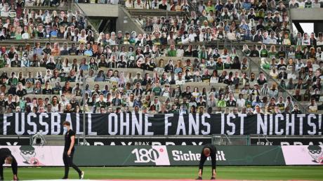 Wann dürfen wieder Zuschauer in deutsche Fußball-Stadien? Die DFL hat nun ein Konzept vorgelegt.
