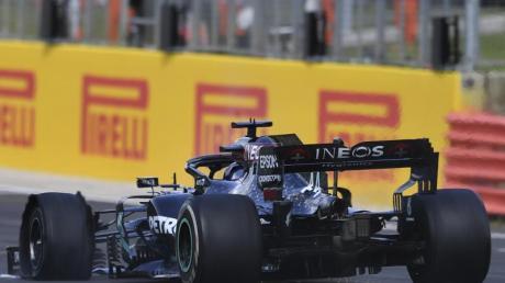 Auch bei Formel-1-Weltmeister Lewis Hamilton war ein Reifen geplatzt.